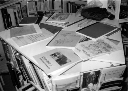 Präsentationstisch mit Teilen des reflection press Verlagsprogramms, Buch Julius, Stuttgart 1988