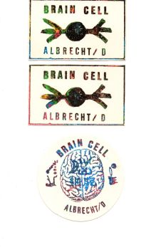 Selbstgestaltete Aufkleber, rechteckig (2 Farbvarianten) und rund, aus der Mail-Art Aktion Brain Cells, 1988