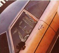 """""""Zen"""", gekratzt aus Plakatabbildung eines Autos, undatiertes Foto"""