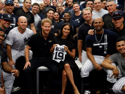 Fittingly pictured with Royalty - the New York Yankees (Photo: newsypeople.com)