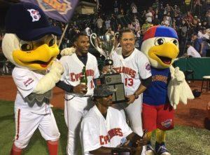 Edgardo Alfonzo and team celebrate the NYPL 3019 Championship (Photo: twitter.com_