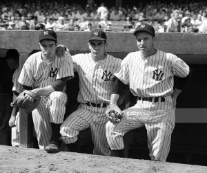 Tommy Heinrich (r) with Jor DiMaggio and Charlie Keller (1941)