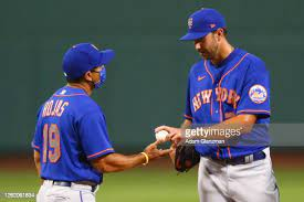 Mets manager Luis Rojas takes David Peterson out of his misery (Getty Images)
