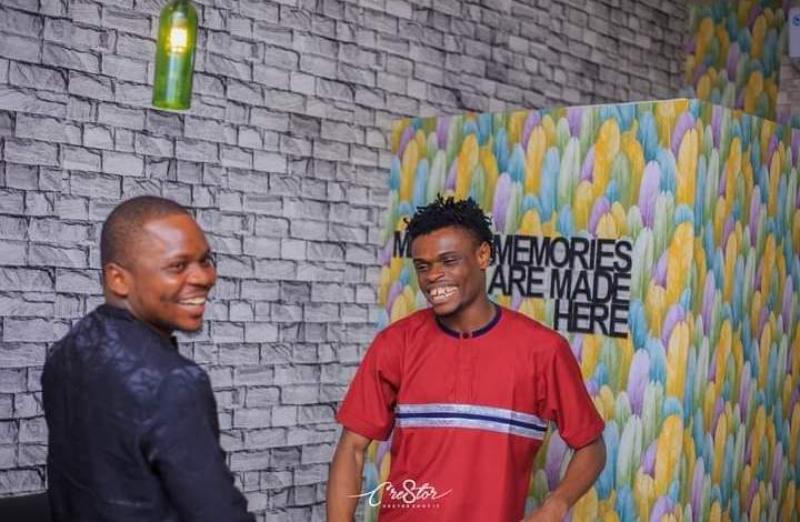 Photo of Aproko Hosts His Roommate, Coxson in Yenagoa, Shares Experience [Photo]