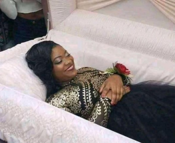 Lady Releases Pre-Burial Photo As Friends Take Pictures With Her