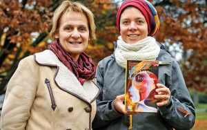 Protestant and Catholic Feminists Join Hands to Rewrite Scripture, Create 'Women's Bible'