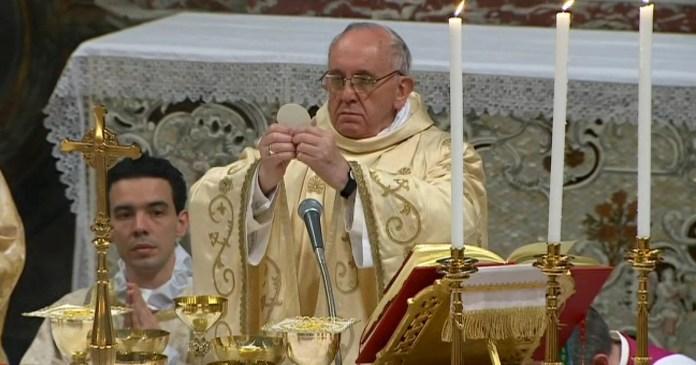 pope francis conducting mass