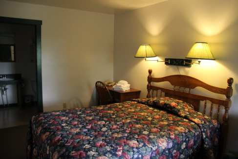 Lodging_Private Rooms_Beds_Retreats