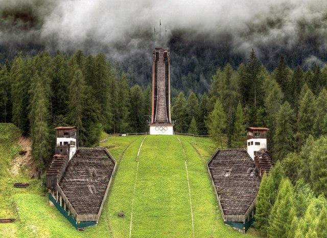 Torre de salto de sky abandonada en Italia (Juegos Olímpicos de Invierno de 1956 )