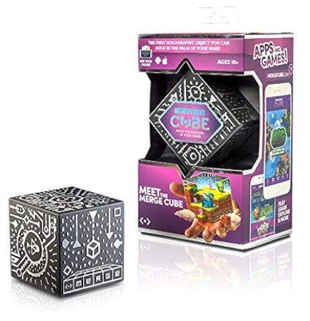 Gadget Regali per Ragazzi  MERGECubeEUEditionHoldaHologramWorkswithVRAR-Regalo MERGE Cube, il cubo olografico divertente ed educativo