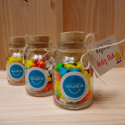 Botellas con corcho y dulces