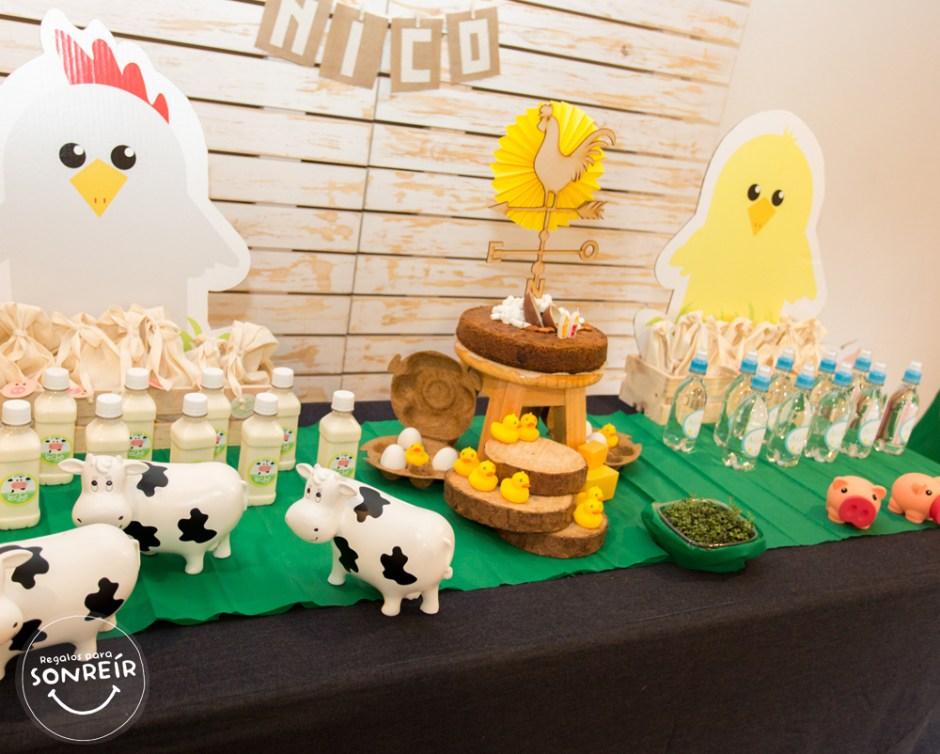 Cerditos, Vacas, Patos, huevos, cultivos, aguas, leches, Gallina y Pollito