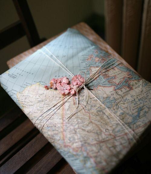 como envolver regalos originales con mapas 1