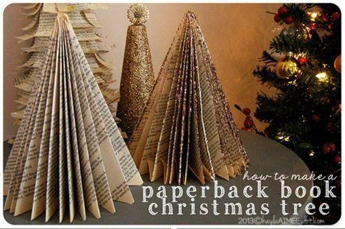 Manualidades de Navidad árbol de papel con viejos libros reciclados 1