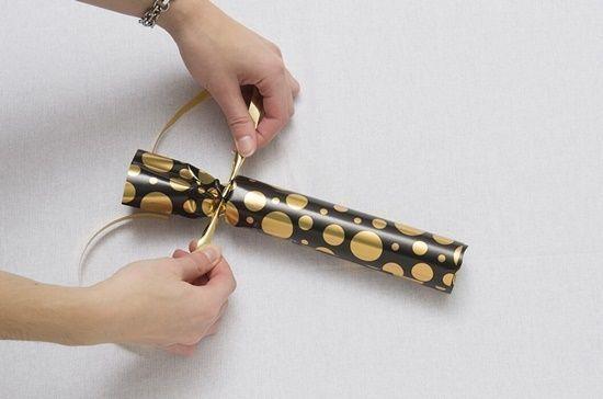 christmas crackers como hacer crackers de Navidad con papel de regalo3
