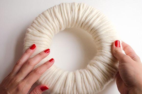 Coronas de adviento DIY con pompones de lana 4