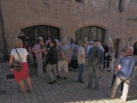 Devant l'hôtel d'Epinac (XVème siècle)