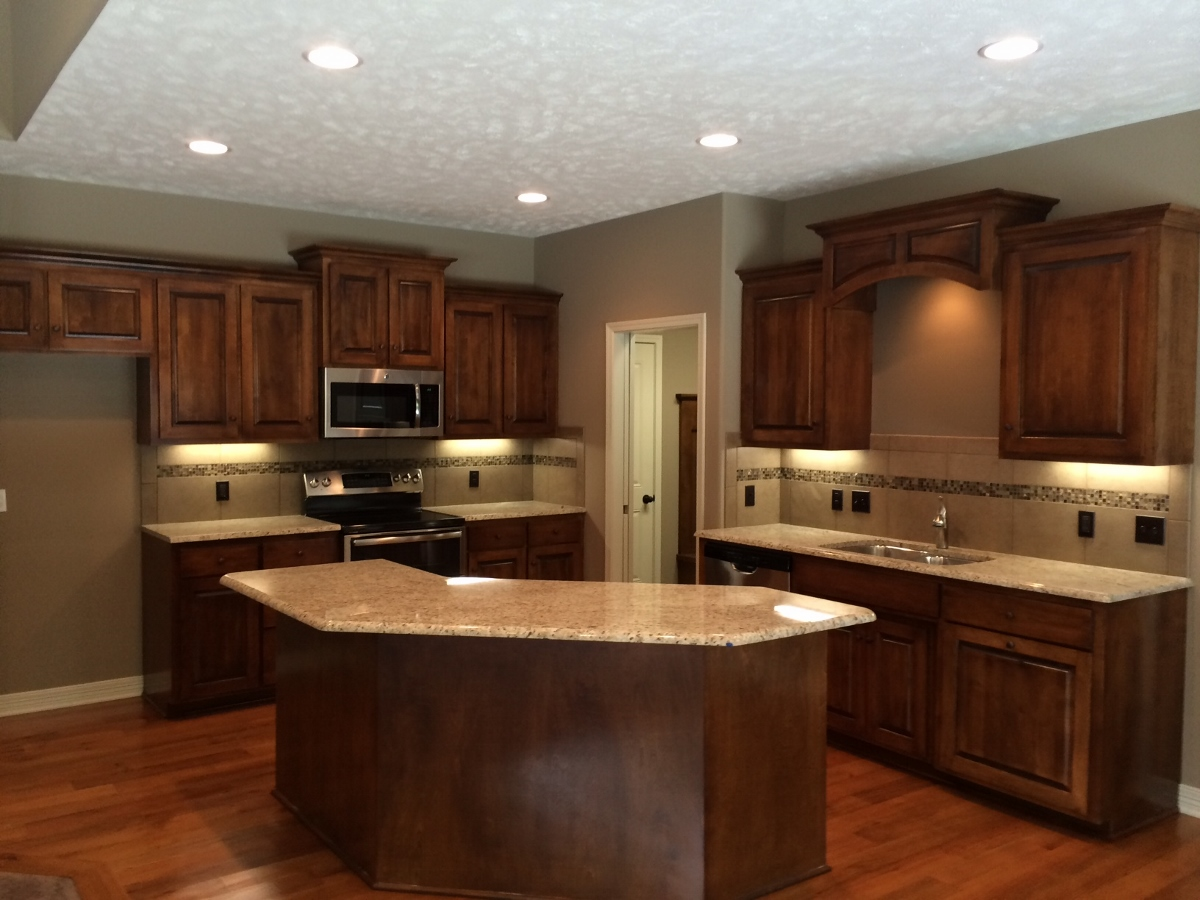 The Kitchen Is Gorgeous, Warm And Open To The Great Room. Granite  Countertops And Ample Cabinets Allow For Plenty Of Storage And Food Prep.