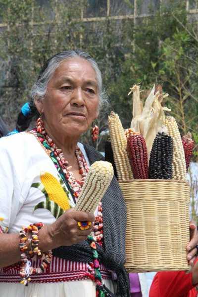 mujer-maiz