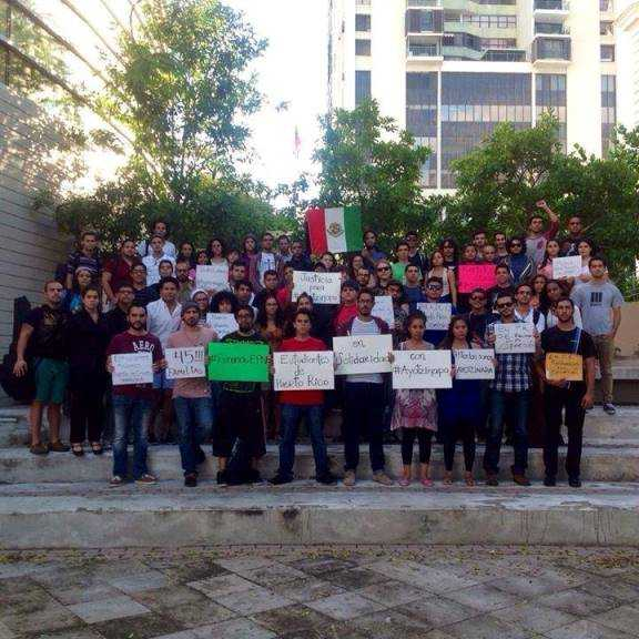 Realizan evento en Puerto Rico por #Ayotzinapa (foto Sarahi Veloz)