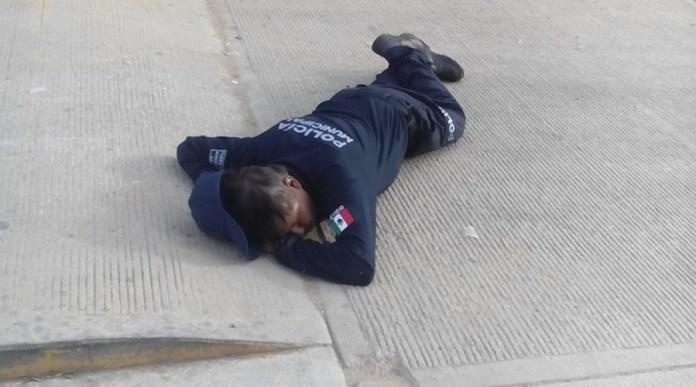 policía dormido viral original