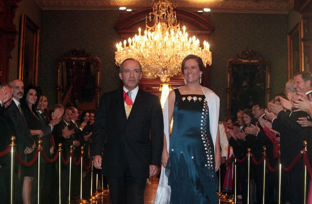 Mientras Calderón sumó a 16 millones a la pobreza, te presentamos la casa de Margarita Zavala - RegeneraciónMX