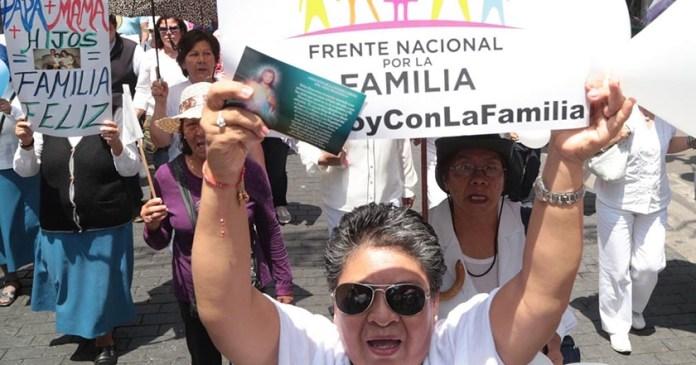 Papa pidió salir a calle armar lío matrimonios igualitarios Frente Nacional Familia
