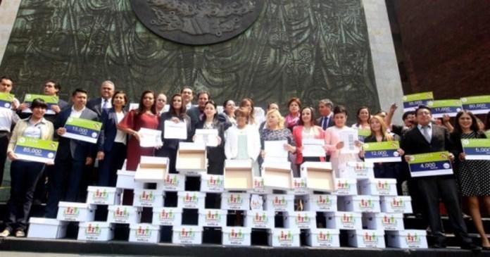 Diputados del PAN defienden y reciben firmas contra matrimonios gay