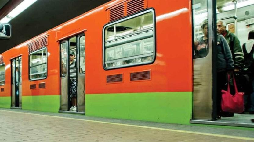 """metro cdmx - Se viraliza vídeo de usuarios del metro bailando a ritmo de """"La Chona"""""""