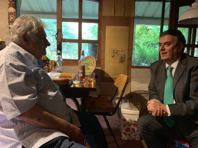 marcelo ebrard y josé mujica - Marcelo Ebrard visita al ex presidente José Mujica