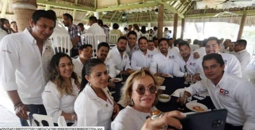 Elba Esther gordillo - Elba Esther Gordillo aparece en evento de partido en formación