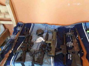 """armas el titi 1 300x225 - Detienen al """"Titi"""" y a dos integrantes más del Cartel de Santa Rosa"""