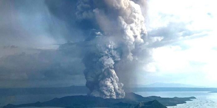 Evacuan a miles ante anunciada erupción de volcán en Filipinas