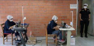 Internas de Santa Martha elaboran 2 mil cubrebocas al día