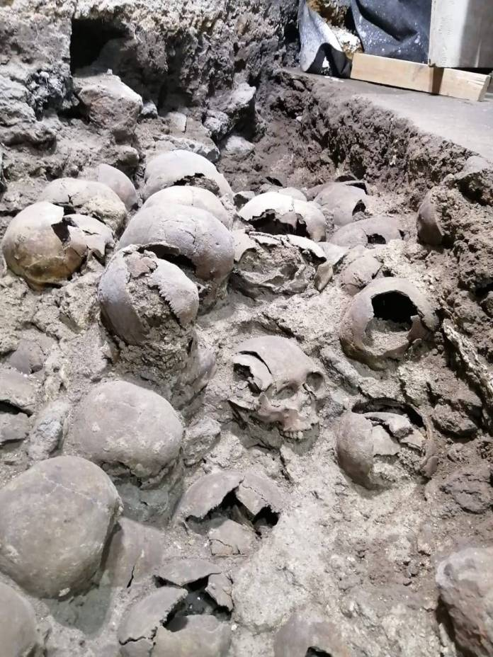 WhatsApp Image 2020 10 31 at 09.41.13 5 - Revelan fotos inéditas del Tzompantli ubicado en el Centro de la CDMX