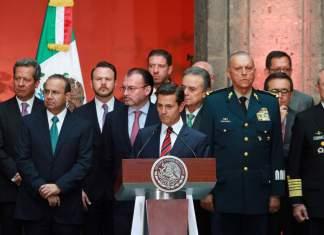 La UIF investiga a una docena de exfuncionarios de la administración de Enrique Peña Nieto.