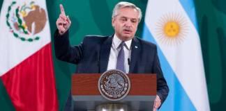 Los medios de comunicación son iguales en México y Argentina: Alberto Fernández