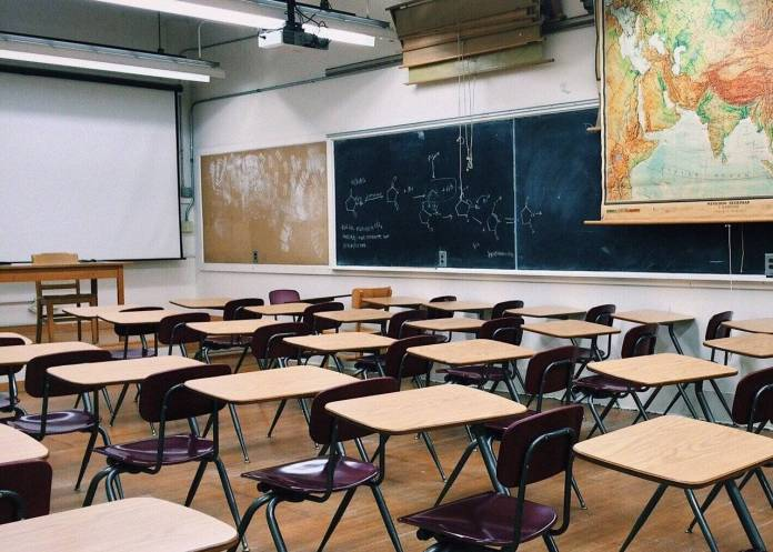 Escuelas particulares retan al gobierno; dicen que regresan a las aulas