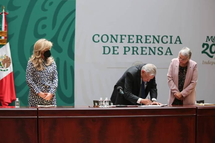 AMLO logra que los 32 gobernadores firmen el Acuerdo por la Democracia