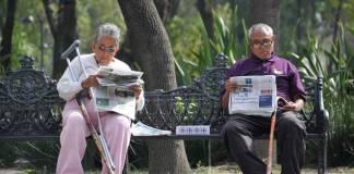 Constitución debe proteger a adultos mayores, propone Monreal