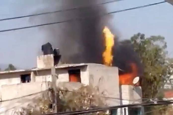 Familia provoca incendio por preparar carnitas en Edomex