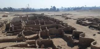Descubren bajo la arena de Egipto una ciudad de hace 3 mil años