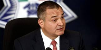 Juez de EU ordena mantener en secrecía expediente de García Luna por temor a represalias