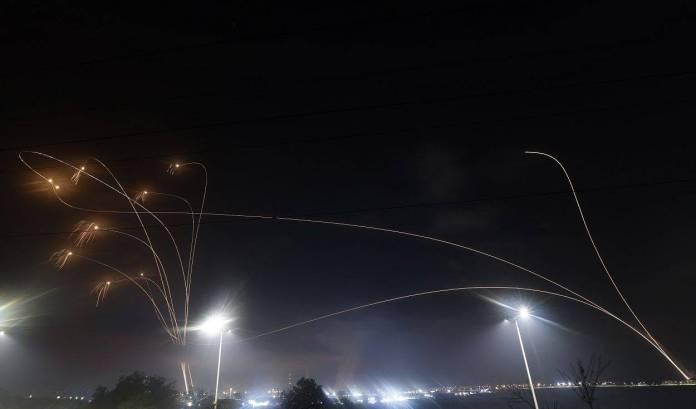 """El grupo Hamás se adjudico el lanzamiento de misiles en contra de Israel, quien activo su """"cúpula de hierro""""."""