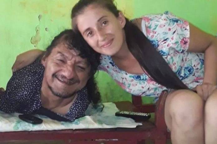 Historia de hombre sin extremidades que sacó adelante a sus hijas se viraliza en redes