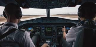 Condenan a piloto por ver pornografía durante un vuelo