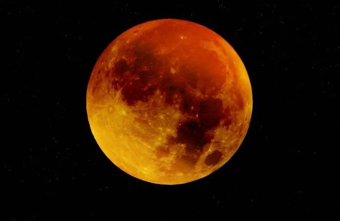 """Te decimos cuándo y a qué hora ver el eclipse total de la """"Luna de Sangre"""""""