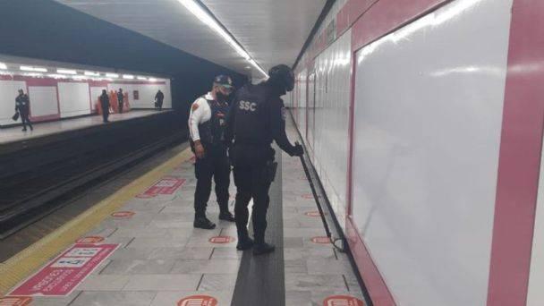 La jefa de Gobierno de la CdMx, Claudia Sheinbaum dijo que se verificó la estación del Metro donde supuestamente había una bomba y no se encontró nada.
