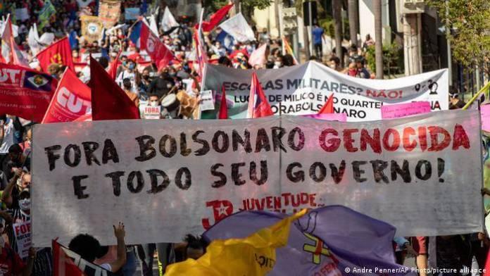 Miles salen a las calles en Brasil en protesta contra Bolsonaro