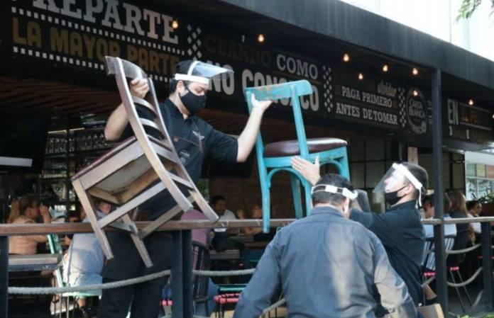 """Alfaro anuncia cierre de bares y antros por """"desorden"""" ante la tercera ola de la Covid"""